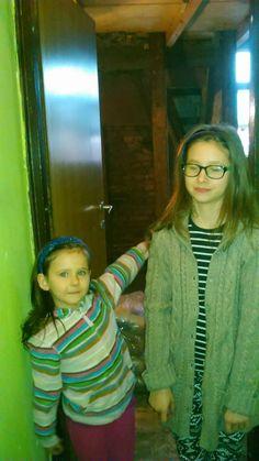Kasia z Darią a za nimi pomieszczenie, które mamy nadzieje stanie się szybko ich pokojem.