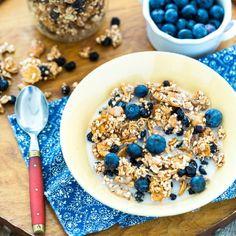 Lemon Blueberry Granola- vegan gluten-free and the perfect springtime cereal! Vegan Gluten Free, Vegan Vegetarian, Brunch Recipes, Breakfast Recipes, Cereal Milk, Blueberry Breakfast, Granola, Party Snacks, Lemon