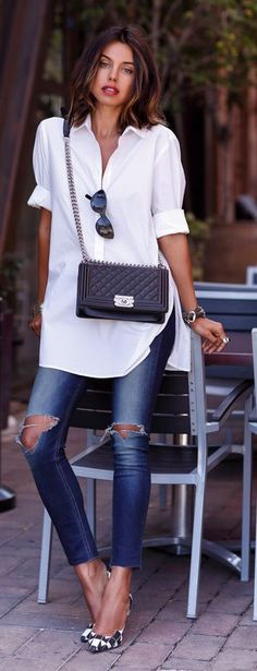 White shirt, blue jeans and black heels: effortless chic
