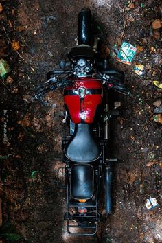 Cars Discover Modified Royal Enfield Classic 350 with black windscreen - ModifiedX Iron Man Wallpaper, 8k Wallpaper, Royal Enfield Stickers, Royal Enfield Classic 350cc, Royal Enfield Wallpapers, Bullet Modified, Bullet Bike Royal Enfield, Royal Enfield Modified, Enfield Bike