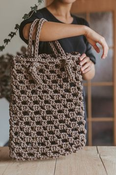 Brown tote bag / Crochet bag / Crochet tote bag / tote handbag / shopping tote / market tote bag / handbag purse / crochet purse / tote bag - Women's style: Patterns of sustainability Bag Crochet, Crochet Shell Stitch, Crochet Handbags, Crochet Purses, Purse Patterns, Knitting Patterns, Cheap Bags, Knitted Bags, Macrame Bag