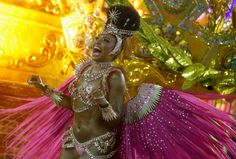 Carnaval no Brasil 2015 -Rainha de bateria da Mangueira - Evelyn Bastos