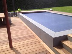 Terrasse bois et mur en pierre bleue Pool Ideas, Home And Garden, Architecture, Outdoor Decor, House, Home Decor, Gardens, Swiming Pool, Modern Pools