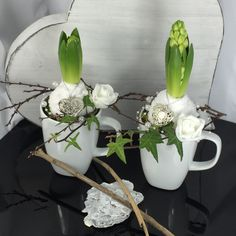 Easter Table Decorations, Christmas Decorations, Front Garden Entrance, Spring Decoration, Diy Osterschmuck, Flower Art Images, Diy Ostern, Deco Floral, After Christmas
