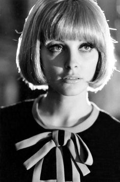 Sharon Tate 1966 Dress by Mary Quant Mary Quant, Sharon Tate, Vintage Hairstyles, Bob Hairstyles, Divas, 1960s Hair, Sixties Hair, Haircuts With Bangs, Blonde Wig