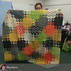 We're guessing that's Janet - Jackson - peering over this awesome Shimmering Triangles quilt by Jenny Bowker - Bowker. Thank you Jane - Davidson - for sharing! The fabric is Comma by Zen Chic. Triangle Quilt Pattern, Star Quilt Patterns, Star Quilts, Scrappy Quilts, Quilt Blocks, Quilting Projects, Quilting Designs, Cute Quilts, Triangles