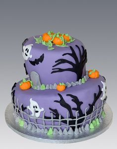 What a cute halloween cake!