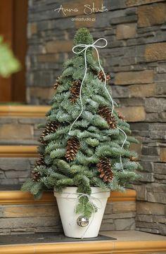 Christmas Candle Decorations, Christmas Arrangements, Diy Christmas Ornaments, Christmas Projects, Christmas Wreaths, Christmas Yule Log, Christmas Flowers, Winter Christmas, Christmas Holidays