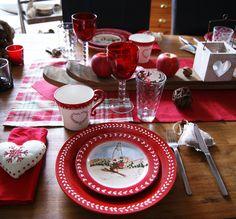Des motifs ski et flocons sur la vaisselle