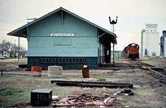 Milwaukee Road (West) by John F. Bjorklund – Center for Railroad Photography & Art Railroad Photography, Art Photography, Beach Vacation Outfits, Milwaukee Road, Train Art, Garage House, Round House, South Dakota, Train Station