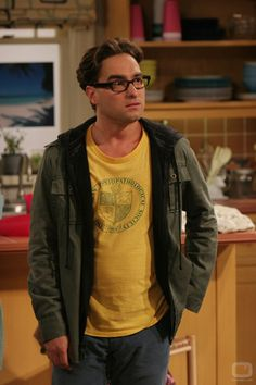 "Johnny Galecki as Leonard Hofstadter in ""The Big Bang Theory"" Big Bang Theory Series, The Big Band Theory, Johnny Galecki, Dr Leonards, Leonard Hofstadter, Chuck Lorre, Big Bang Top, Jim Parsons, Jung Yong Hwa"
