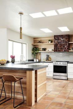 Traditional Saltillo tile are juxtaposed by warm, earthy tones throughout this bright, airy modern kitchen. Dream Home Design, House Design, Kitchen Breakfast Nooks, Scandinavian Kitchen, New Home Designs, Cuisines Design, Modern Interior Design, Kitchen Remodel, Ikea