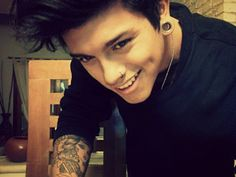 unique tattoo designs for guys - Stunning Ideas of Unique Tattoo . Cute Emo Boys, Emo Guys, Guys And Girls, Cute Guys, Piercings, Piercing Tattoo, Arm Tattoo, Tattoo Ink, Gorgeous Men