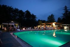 dynamic dinner by the swimming pool #summer #party #events #cadelach