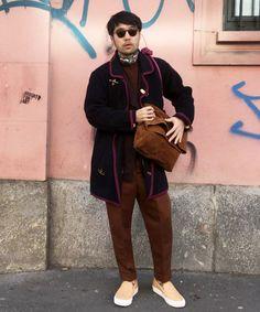 Milan Fashion Week 1日目のコーディネートです。出張はアイテム数が限られるので、着まわしの効くアイテムがマスト。この日はネイビーとブラウンでまとめました。