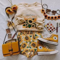 Omg, the ultimate sunflower outfit! 🌻🌻🌻 tap to shop the sweater, shorts and bag 💛 Teen Fashion Outfits, Retro Outfits, Cute Casual Outfits, Cute Fashion, Outfits For Teens, Vintage Outfits, Summer Outfits, Preteen Fashion, Fashion Styles
