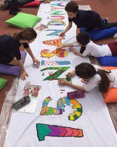 Dünya Sanat Haftası Bilfen İlköğretim Kurumlarının tüm kampüslerinde coşkuyla kutlandı. Resimden, seramiğe, fotoğraftan kumaş boyamaya kadar birçok farklı etkinlikte bulunan öğrenciler hem eğlendiler hem de çok renkli bir hafta geçirdiler. Okul koridorlarından bahçelerine kadar her yeri sanatsal objelerle dolduran öğrenciler aynı zamanda görsel sanatlar derslerinde edindikleri bilgileri de pekiştirdiler.