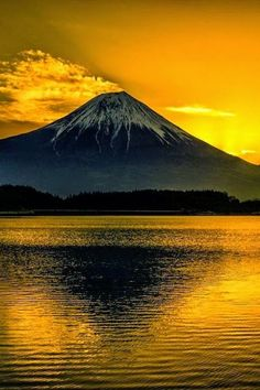 Mount Fuji, Japan is located on Honshu Island, is the highest mountain in Japan at m. An active stratovolcano that last erupted in Mount Fuji lies about 100 kilometres south-west of Tokyo, and can be seen from there on a clear day. Beautiful Sunset, Beautiful World, Beautiful Places, Beautiful Pictures, Beautiful Scenery, Places Around The World, Around The Worlds, Monte Fuji, Belleza Natural