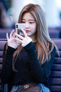 Girl Pictures, Girl Photos, Cute Girl Face, Stylish Girls Photos, Japanese Girl Group, Mixed Girls, Cute Asian Girls, Pretty Girls, Famous Girls