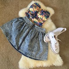 Tie & dye crop top Like new tie & dye crop top perfect to pair with a skater skirt or high waisted shorts. Tops Crop Tops