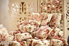 Pensei em alguma embalagem de paninho, florido, algo mais romântico