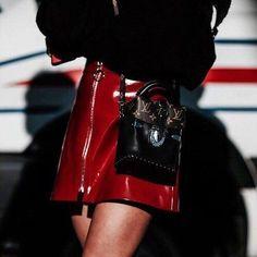 "37 Me gusta, 1 comentarios - Gabriela Atencia (@vinnemico) en Instagram: ""REDREDREDRED❤ #red#skirt#charol#louisvuitton#bag#inlove#style#fashion#blog#blogger#vinnemico"""
