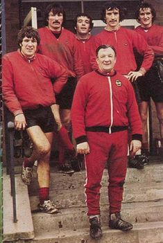 Circa Liverpool manager Bob Paisley surrounded by team members Emlyn Hughes, Tommy Smith, Ian Callaghan, Terry McDermott and Phil Thompson. Liverpool Fc Managers, Liverpool Legends, Liverpool City, Liverpool Football Club, Liverpool Players, Bob Paisley, Gerrard Liverpool, This Is Anfield, Premier League Champions