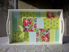 Naranja y Fucsia: Bandeja patchwork verde Diaper Bouquet, Serving Tray Wood, Decoupage Box, Tea Box, Craft Corner, Tray Decor, Upcycled Furniture, Home Deco, Suho
