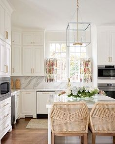 white kitchen design by blue print interiors | dallas interior designers | woven barstools | marble countertops and backsplash | blue print | blueprintstore.com
