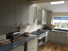 Soooooo pleased with our new kitchen! Howdens Burford Grey. Quartz worktop. Love it. ❤️