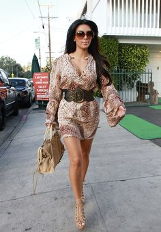 Unlike Kim her I don't have the more less perfect hourglass shape but more of a pear shape and to balance that I prefer to wear clothes that add volume to my upper body and keep the clothes on the lower part of my body tight to show off what I've got.