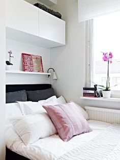 22 Small Bedroom Designs, Home Staging Tips to Maximize Small Spaces I adore these bedrooms, nice, clean, small bedroom design ideas and home staging tips for small rooms Room Design, Small Bedroom Storage, Bedroom Storage, Bedroom Interior, Bedroom Inspirations, Small Bedroom Remodel, Bedroom Design Inspiration, Remodel Bedroom, Cozy Small Bedrooms