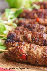 szaszłyki bałkańskie cevapcici-kebabczeta Croatian Cuisine, Croatian Recipes, Cevapcici Recipe, Grilling Recipes, Cooking Recipes, Best Appetizers, Easy Cooking, Carne, Food To Make