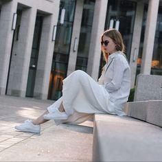 Fashion Student & Blogger  Currently based in Frankfurt 🔜 Cologne ✉️ Contact: info@mondodellamoda.de 👻 Snapchat: mondodellamoda