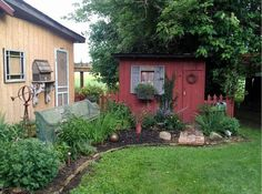 Myra's sensational salvaged garden | Flea Market Gardening