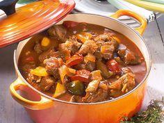 Gulasch - Excellent German Food http://rita-may-recipes.blogspot.com/2010/09/omas-goulash.html