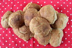 Kamomillan konditoria: Helpot sämpylät Dog Food Recipes, Cookies, Desserts, Crack Crackers, Tailgate Desserts, Deserts, Biscuits, Dog Recipes, Postres