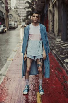 Camiseta Bandeira Transsexual. Fotografia: Kevin Yule Unisex Fashion, Boy Fashion, Mens Fashion, Fashion Outfits, Fashion Design, Fashion Trends, Mode Man, Aesthetic Fashion, Stylish Men