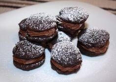 Niečo pre čokoholikov. Recept s fotopostupom na čokoládové cookies plnené ganache.