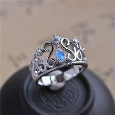 Charming Vintage Art Deco Crown Moonstone Engagement Ring Unique Color Changing Gem Princess Silver Ring