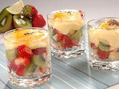 Frutas con crema Dessert Recipes, Desserts, High Tea, Kiwi, Panna Cotta, Cheesecake, Easy Meals, Fruit, Ethnic Recipes