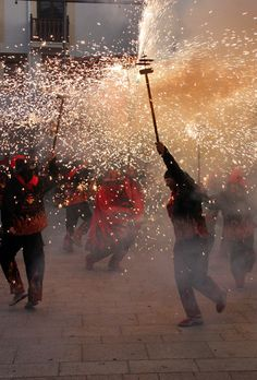 Ball de Diables (Correfoc) Gaudi, Festivals, Costa, Beautiful Places, Barcelona, Wanderlust, Europe, Culture, Traditional