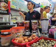 Levantón Andino en el Mercado de la ciudad de Merida, Venezuela. El levanton es una bebida tipica de Merida, sus ingredientes Huevos de Codorniz, Huevas de Pescado, Ojo de Buey, Fresas, Brandy, Vino Tinto, Leche, entre otros. El levantón andino mas famoso se consigue en el Mercado Principal de Mérida