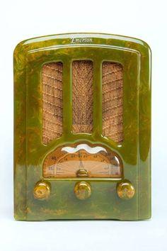 Catalin Emerson AU-190 radio (1936). Marbelized green Art Deco Tombstone. via decophobia  methuselahpalooza