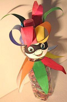 manualidad-carnaval-botella-mascara photo