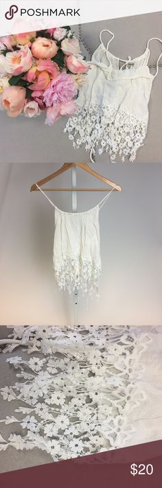 Trendy Top! ✨ White top - runs shorter so I would consider this a crop top style, however the lace detail is longer making it a hybrid! The straps are moveable/allow the fabric to slide depending how you want it to fall on your chest. Used good condition Tops