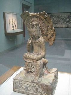 北齊公元575年的彌勒菩薩半跏思惟像,現藏於美國史密森尼博物館