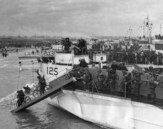 Tropas canadienses en bicicleta. FOTOGALERÍA del Desembarco de Normandía, más fotos aquí: http://www.muyinteresante.es/historia/fotos/el-dia-d-de-la-segunda-guerra-mundial-el-desembarco-de-normandia/desembarco-normandia-dia-d-1