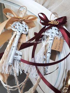 Χειροποίητα γούρια για τα Χριστούγεννα!Χειροποίητα γουτια για το 2019 by valentina-christina handmade products 2105157506 Christmas Wedding, Christmas Home, Christmas Crafts, Xmas, Christmas Fundraising Ideas, Flower Coloring Pages, Lucky Charm, Grapevine Wreath, Interior Design Living Room