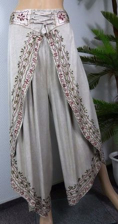 Indian Fashion Dresses, Indian Designer Outfits, Fashion Pants, Boho Fashion, Fashion Outfits, Swag Fashion, Steampunk Fashion, Salwar Designs, Blouse Designs